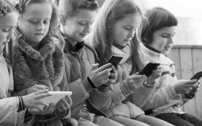 بچے ڈیجیٹل آلات کی زد میں